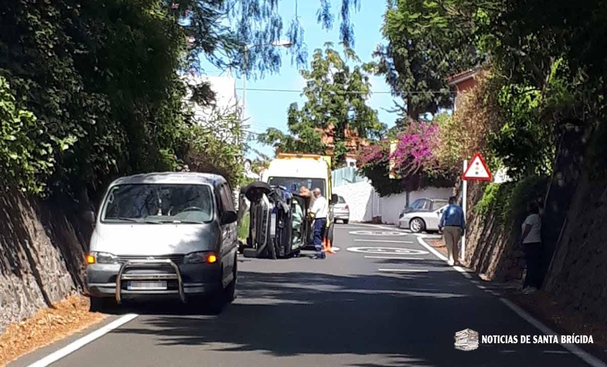 Un herido tras volcar su vehículo en la carretera de Bandama