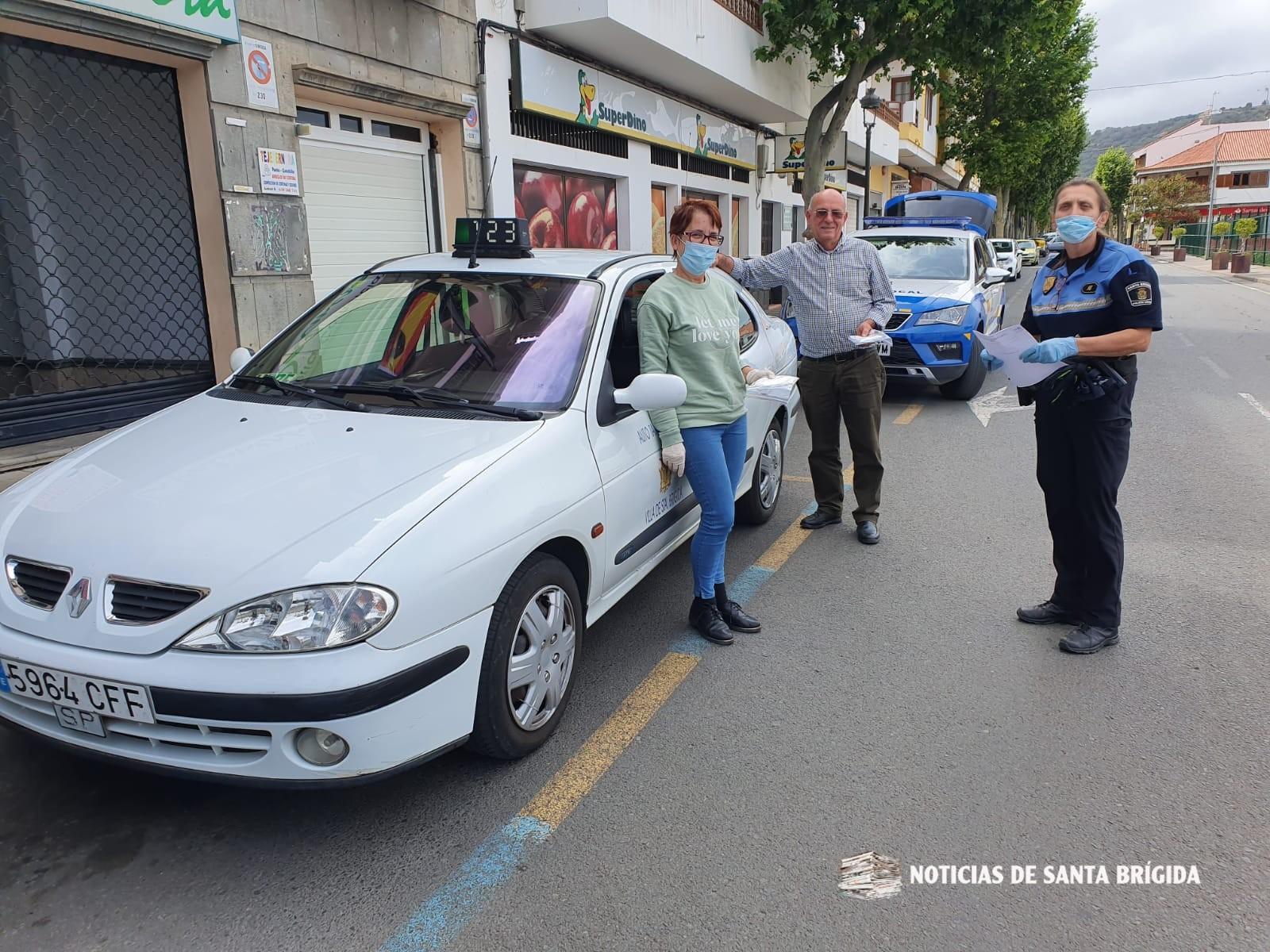 La Policía Local de Santa Brígida hace llegar a los taxistas del municipio nuevas mascarillas